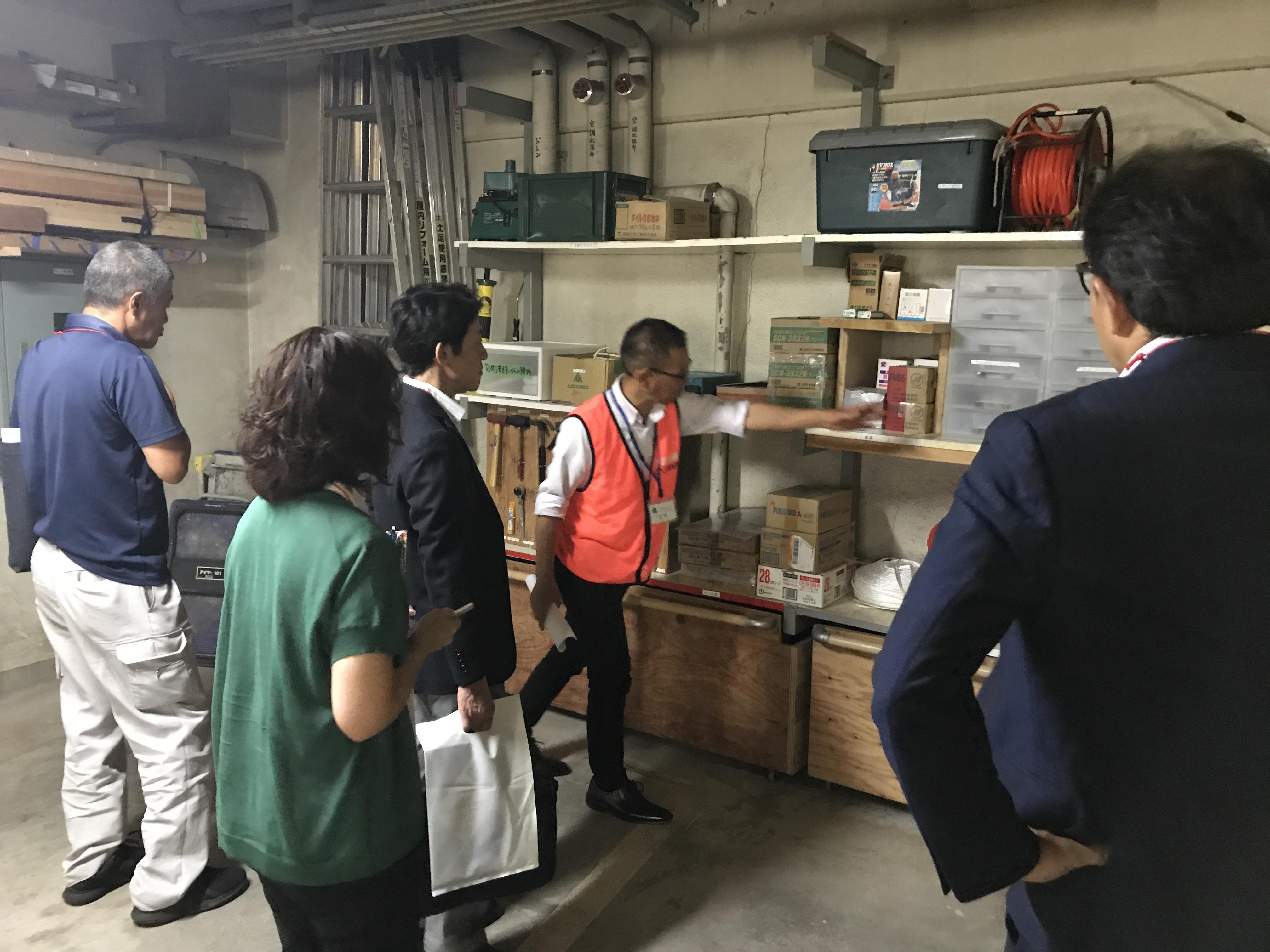 地下倉庫の見学