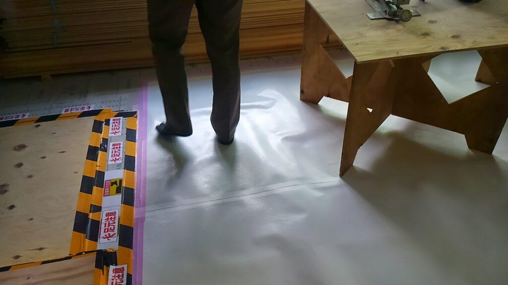 素足で歩ける床
